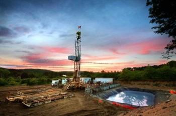 【全球財經頭條】頁岩帶動 美國油品油氣生產達到新的高度