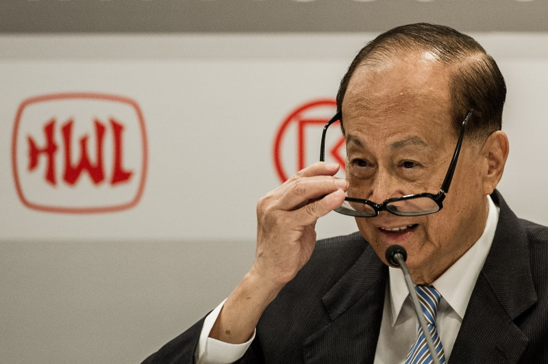 Asia's richest man Li Ka-shing adjusts his glasses during a press conference for Cheung Kong Holdings first-half earning results in Hong Kong on August 2, 2012.  Cheung Kong Holdings, the flagship company of Li, is worth 22 billion USD according to Forbes magazine and the company has invested heavily abroad as it seeks to broaden its earnings base outside Hong Kong.  AFP PHOTO / Philippe Lopez        (Photo credit should read PHILIPPE LOPEZ/AFP/GettyImages)
