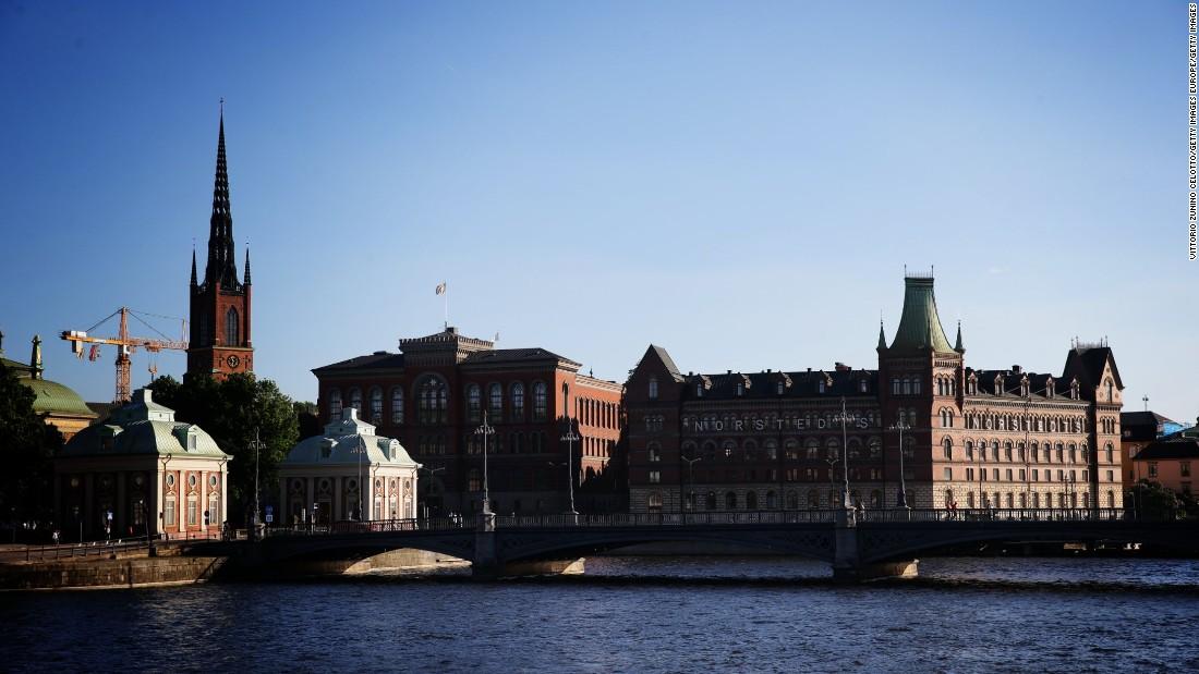 150930152133-stockholm-sky-super-169