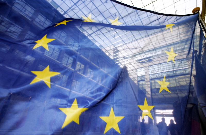(FILES) A photo taken on March 22, 2006 shows European flags at the EU headquarters in Brussels . The crisis-torn European Union will win this year's Nobel Peace Prize, the usually well-informed Norwegian public broadcaster NRK reported an hour before the widely anticipated announcement on October 12, 2012. AFP PHOTO/GERARD CERLES